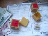 doosjes met gouden pil en Koreaanse bijsluiter voor beroerte